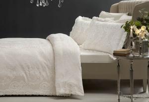 Элитное постельное белье FAUSTA (беж) с кружевом